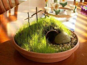 Mini tuintje die hoort bij de Christelijke oorsprong van Pasen