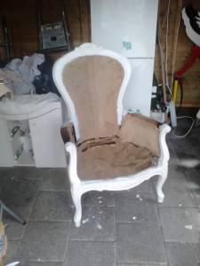 De stoel geverd en in de Paste Wax